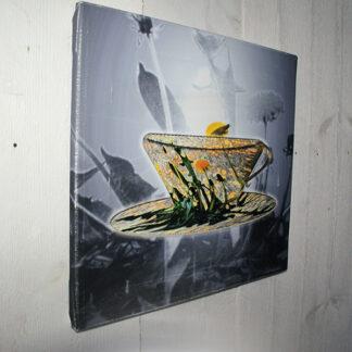 Foto, redesignet kopp med bildet av en løvetann-eng. Copyright ingerlise@vikenide.no